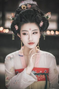 24 ideas fashion asian traditional asia for 2019 Hanfu, Traditional Fashion, Traditional Outfits, Traditional Chinese, Asian Hairstyles Women, Chinese Hairstyles, Art Japonais, China Girl, Fashion Photography Inspiration