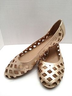 b5e20a6ed0c Kenneth Cole gold leather wedge heels size 8.5m Women s Pumps