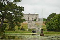 """Se estiver pela Irlanda e quiser fazer um passeio para não muito longe, mas rico em belezas naturais e um pouquinho de história, não deixe de conhecer o Powerscourt Estate.Este é um complexo localizado no Condado de Wicklow, a apenas 20 km de Dublin. A área de 19 hectares possui uma enorme cada de três...<br /><a class=""""more-link"""" href=""""https://catracalivre.com.br/geral/viagem-acessivel/indicacao/powerscourt-estate-um-palacio-irlandes-no-condado-de-wicklow/"""">Continue lendo »</a>"""