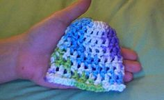 Teresa's 10 Minute Crochet Preemie Hat pattern by Teresa Bowman 10 Minute Crochet Preemie Hat ~ free pattern Crochet Preemie Hats, Crochet Baby Beanie, Newborn Crochet, Baby Blanket Crochet, Baby Knitting, Knitted Beanies, Baby Beanies, Crochet Lovey, Quilt Baby