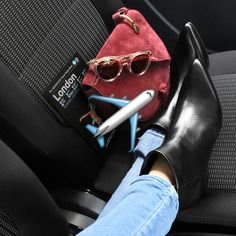 Next stop: London! This is how you take the ultimate shoe shoefie in transit right, Eva Chen? #evachenpose