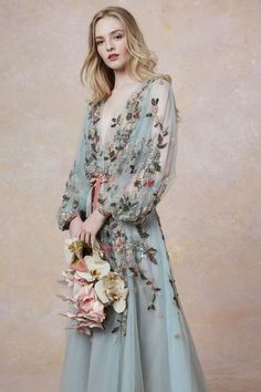 Marchesa Resort 2019 Fashion Show Collection: See the complete Marchesa Resort 2019 collection. Look 8 Fashion Vestidos, Fashion Dresses, Evening Dresses, Prom Dresses, Pageant Gowns, Club Dresses, Floral Evening Gown, Summer Gowns, Short Dresses