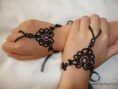 tatted slave cuffs (also here: http://supelkologia.blogspot.com.tr/2010/11/wymiana.html)
