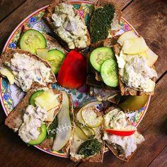 Short break chicken salad herring salad Pesto pistachios with pear cucumber and apple styled#organic #nature #homemade #glutenfree #wheatfree #lifestyle #healthy #food #yoga #healthydetoxsmoothie #lebenslust #ironman #body #fitness #lebensweisheiten #love #photooftheday #healthychoices #maxim #break #breakfast #bread #enjoy  detox glten free healthy cleaneating