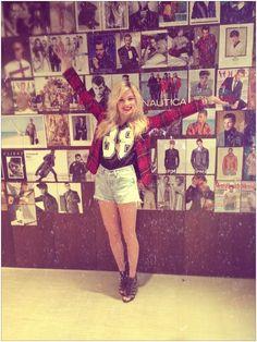Nina Nesbitt! Plaid Blazer, graphic T, high waist shorts...