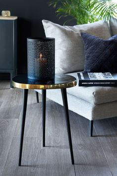 Kult håndlaget bord i jern med emaljert bordflate. Table, Furniture, Home Decor, Decoration Home, Room Decor, Tables, Home Furnishings, Home Interior Design, Desk