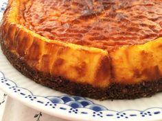 La receta de esta tarta la saqué de una revista sueca porque me cautivó el color, ¿habíais visto antes una tarta de queso al azafrán?