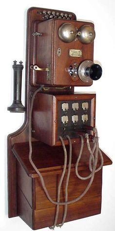 Model: wall switchboard phone Made by: Viaduct Manufacturing Co. From: 1890 Radios, Antique Phone, Retro Phone, Vintage Phones, Old Phone, New Phones, Portable, Inventions, Vintage Antiques