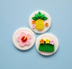 12 Edible Fondant Hawaiian Luau Themed by EdibleDesignsByLetty Hawaiian Theme Cakes, Beach Themed Cakes, Beach Cakes, Hawaiian Luau, Cupcake Mix, Fondant Cupcake Toppers, Cupcake Cookies, Hawaii Cupcakes, Summer Cupcakes