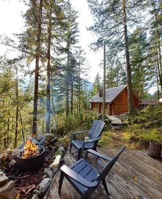 Essential Items for Your Off Grid Tiny House - The Best Examples of Eco Tourism Architecture Cabin Homes, Log Homes, Great Places, Beautiful Places, Off Grid Tiny House, Cabin In The Woods, Little Cabin, Forest House, Cabins And Cottages