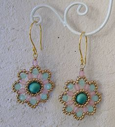 FLOWER updated 2018 Deborah Roberti) I have updated my free Flower Earrings pattern so that they are a little stiffer, have a prettier attachment to the jump ring and also work with 6 Beaded Earrings Patterns, Diy Earrings, Bracelet Patterns, Flower Earrings, Hoop Earrings, Beading Patterns, Bracelets Diy, Earring Tutorial, Beaded Rings