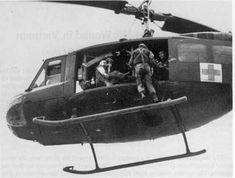 """""""Dead Men Flying"""" Heroic as Hell – The Dustoff Pilots of The Vietnam War (image heavy) – CherriesWriter – Vietnam War website Vietnam History, Vietnam War Photos, Vietnam Veterans, Combat Medic, Army Medic, War Image, Military Helicopter, Indochine, United States Army"""
