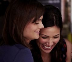 "itsanalieninvasion: "" Can we all just take a moment out to appreciate the fact that both Emily Deschanel and Michaela Conlin, are both best friends on Bones and in real life. ♥ EMILY: Michaela and I..."
