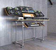 DIY XXL Version ebenfalls im Industrial Style Music Studio Room, Studio Setup, Studio Gear, Dj Setup, Room Setup, Dj Equipment For Sale, Dj Table, Digital Dj, Dining Room Hutch
