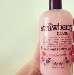 Love strawberry scents - reminds me of my childhood. Strawberry scented everything :) Beauty Care, Beauty Hacks, Beauty Tips, Hair Beauty, Perfume Body Spray, Manicure At Home, Smell Good, Shower Gel, Body Wash