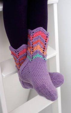 Suurenna kuva Knitted Slippers, Slipper Socks, Knitting Socks, Hand Knitting, Knit Socks, Fun Projects, Knit Crochet, Sewing, Pattern