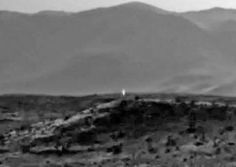 Curiosity captured unidentified light source on Mars – Apr 2014 Nasa Curiosity Rover, Latest Ufo Sightings, Secret Space Program, Space Junk, Hollow Earth, Life On Mars, Ancient Mysteries, Flat Earth, Strange Things