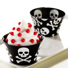 Skull and Crossbones Reversible Cupcake Wrappers, 84587