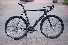 Lightweight Urgestalt. Black, clean, light. |  See the full review on Racefietsblog.nl