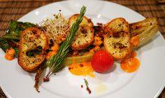 Romaine grillée, vinaigrette tomates confites huile de pamplemousse, croûtons aux 8 poivres #recettesduqc #entree #salade