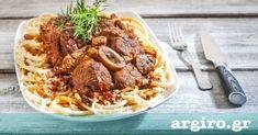 Μοσχάρι οσομπούκο κοκκινιστό με μακαρόνια από την Αργυρώ Μπαρμπαρίγου   Αυτό το θεϊκό κρέας στην κατσαρόλα, είναι η τέλεια συνταγή για Κυριακάτικο τραπέζι! Cooking Recipes, Healthy Recipes, Healthy Foods, Food Categories, Greek Recipes, Food Porn, Food And Drink, Tasty, Beef