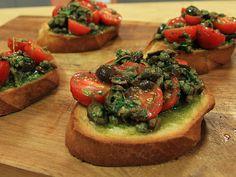 Bruschetta med tomat- och olivröra Bruschetta Recept, I Love Food, Starters, Healthy Snacks, Sandwiches, Brunch, Veggies, Favorite Recipes, Vegan