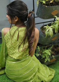 Trendy Sarees, Stylish Sarees, Saree Blouse Patterns, Saree Blouse Designs, Indian Designer Sarees, Indian Fashion Dresses, Asian Fashion, Indian Outfits, Saree Trends