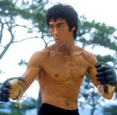 Bruce Lee en plein combat.
