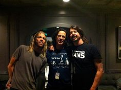 3 GREAT drummers - L-R Taylor Hawkins (Foo Fighters) John Cowsill (Beach Boys & The Cowsills Band plus great session drummer), Dave Grohl (Nirvana, Foo Fighters, Sound City Players etc)