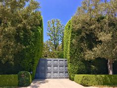 Can you guess which American business magnate, producer, film studio executive, and philanthropist lives behind the gates of his property? Hint it is one of the largest estates in Beverly Hills on close to 10 acres. #BeverlyHills