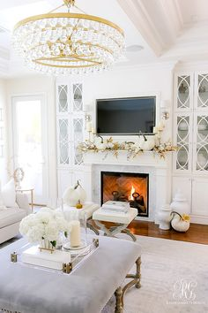 white gold fall mantel family room # classic Home Decor Golden Harvest Fall Home Tour - Randi Garrett Design Classic Home Decor, Easy Home Decor, Classic House, Home Decor Styles, Decor Diy, Elegant Home Decor, Decor Ideas, Wall Decor, Chic Living Room