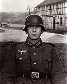 German Soldier, 1940, by August Sander. [2128x2684] - Imgur