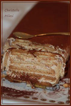 Gâteau aux biscuits petit beurre ricotta café Easy Desserts, Delicious Desserts, Cake Recipes, Dessert Recipes, Vegan Junk Food, Italian Pastries, Bon Dessert, Tiramisu Recipe, Tea Cookies