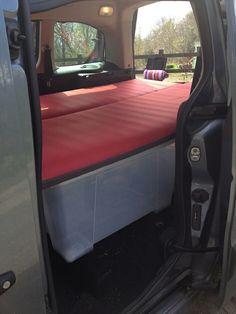 am nagement berlingo ou partner pour dormir voiture amenagement pinterest am nagement. Black Bedroom Furniture Sets. Home Design Ideas