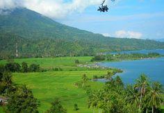 RANAU,  Pesona Gunung Seminung, Taman Nasional Bukit Barisan, & Danau Ranau.  http://eloratour.wordpress.com/2013/11/25/ranau-sajikan-wisata-terpadu/