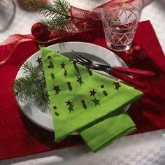 Christmas table~Love the Tree napkin. (with napkin folding tutorial)