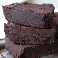 Fabulously Fudgy Keto Brownies The fudgiest most chocolatey Keto brownies ever This simple low carb and sugar free recipe makes perfect brownies time after time Gluten fr. Low Carb Brownie Recipe, Brownie Recipes, Brownie Ideas, Keto Chocolate Cake, Sugar Free Chocolate, Low Carb Desserts, Low Carb Recipes, Diabetic Desserts, Carb Free Deserts