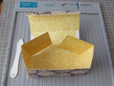 How to make a One Sheet Cookie Box. {ribbonsandglue.com}