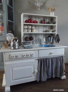 Knutsels van Jolanda. kinder keukentje