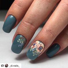 #Repost @_di.nails_ (@get_repost) ・・・ Эти цветы все чаще и чаще мелькают в моей лентеих можно прекрасно сочетать с различными цветами, дополнять интересными элементами☘️ и рисуются они до безобразия просто