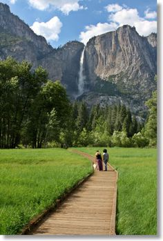 Sentinel Meadow boardwalk and view to Yosemite Falls