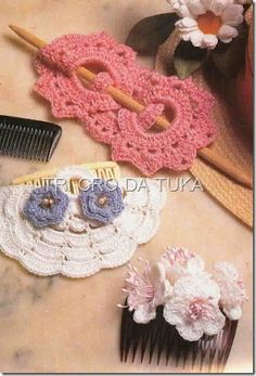 Hair accessories with diagram - Magic Crochet published these weeee years ago… Crochet Jewelry Patterns, Crochet Hair Accessories, Crochet Motifs, Crochet Hair Styles, Crochet Flowers, Crochet Lace, Barrette, Crochet Clothes, Crochet Projects