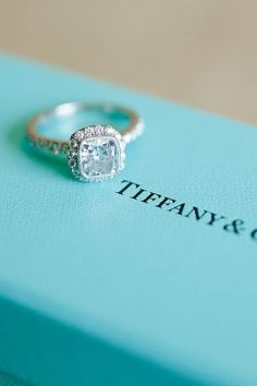 Drooling.... almost would be prettier without the diamonds around it, simple and shiny
