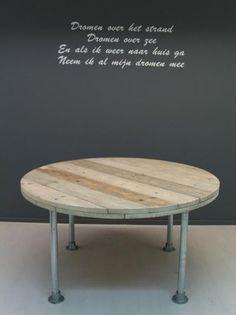 Ronde tafel van steigerhout