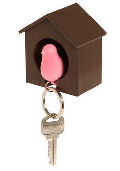 bird house key holders http://www.gadgetoriginal.com/productos/85/480/todos-los-gadgets---/colgador-llaves-pajaro