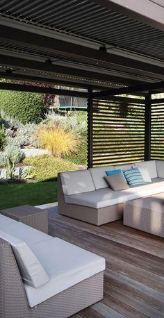 posezení v moderní pergole / seating area in modern covered pergola