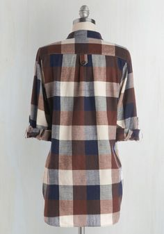 Your pals huddle around you, fascinated and filled with suspense as you orate beside the crackling fire in this rust, ivory, and navy-blue plaid top. Your stories always astound, as does your fireside attire, and your eager audience admires this top's cotton construction, 3/4-length sleeves, side vents, and stylish, solitary pocket.