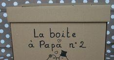 Connaissez-vous la boîte à papa ? C'est une petite boîte où l'on glisse des surprises pour le papa qui va passer trois jours seuls à la ma... Baby Shower, Blue Jeans, Couples, Baby Arrival, Daddy To Be, First Baby, Babyshower, Couple, Baby Showers