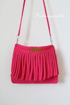 Prinsessajuttu: Lomalla virkattua Princess Stories, Crochet Handbags, Boot Cuffs, Crochet Accessories, Washing Clothes, Mini Bag, Crochet Projects, Bucket Bag, Shoulder Bag