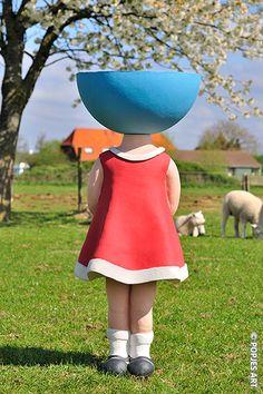 Lammetjes, bloesem, zonnetje... wat wil een pop nog meer? Ceramic doll by Karen Saaman